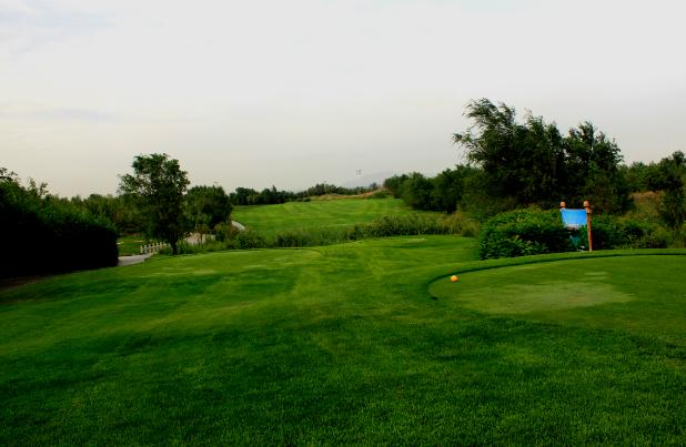 新疆雪莲山高尔夫球俱乐部市景球场