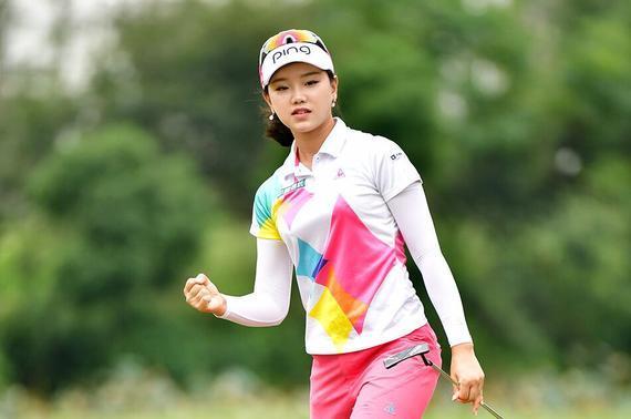 北京18岁姑娘石昱婷65杆结束首轮争夺